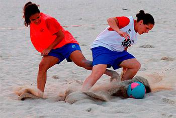 futbol-playa-femenino-verano